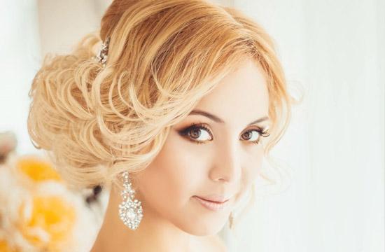 Прическа на свадьбу на волосы до плеч своими руками